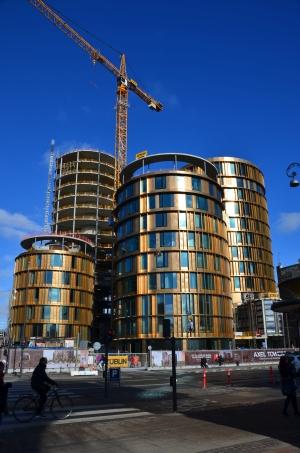 """Ved Axeltorv opføres i 2015-16 en markant bebyggelse, der har fået navnet """"Axel Towers""""."""