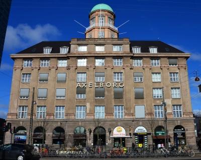 Axeltorv har inspireret til navngivning af den markante bygning Axelborg, der bæev opført i 1920. Den er tegnet af arkitekterne Arthur Wittmaack og V. Hvalsøe.