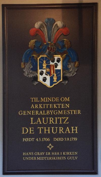 I kirken ligger arkitekten Lauritz de Thurah begravet.