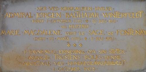 """""""Trøstens Bolig"""" var stiftet af søofficer Jørgen Balthazar Winterfeldt (1732-1821). Han ligger begravet ved Holmens Kirke."""