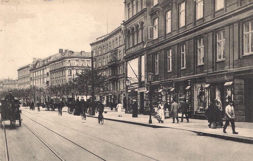 Vesterbrogade (ud for nr. 15) - postkort udateret RES