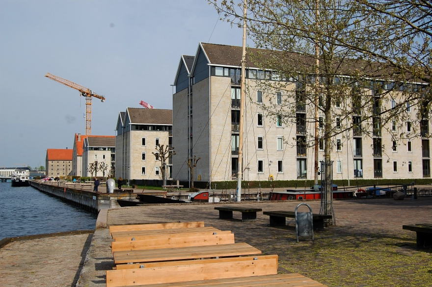 I 1900-tallet flyttede Burmeister & Wains motorfabrik ind på dele af Wilders Plads.Efter den sammen med den øvrige del af værftet flyttede til Refshaleøen, blev den vestlige del af pladsen i 1970'erne bebygget med boligblokke, som tilstræber at ligne pakhuse. Dog bevarede man Wilders Pakhus, som også i dag rummer lejligheder.