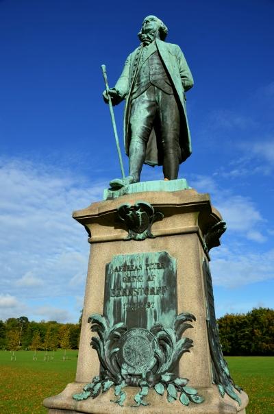 Foran slottet står en statue af J.H.E.Bernstorffs fætter, Andreas Peter Bernstorff. der ligesom sin onkel var udenrigsminister. Statuen er formentlig udført af A. Poulsen.