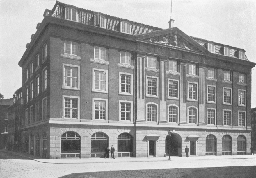 Kejsergade har kun to husnumre. På gadens nordside ligger Kejsergade 2, som blev opført omkring 1905 for som forretningsejendom for grosserer Christian Hasselbalch. Den er tegnet af arkitekten Bernhard Ingemann.