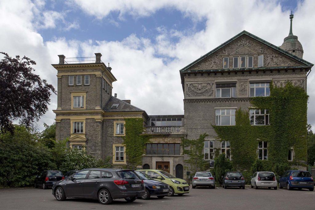 Carlsberg - det grå hus. Foto af Sandre Gonon (Fra Arkitekturbilleder.dk)
