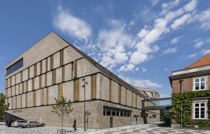 Retten på Frederiksberg. Foto af Nicholas Ransome (Arkitekturbilleder.dk)