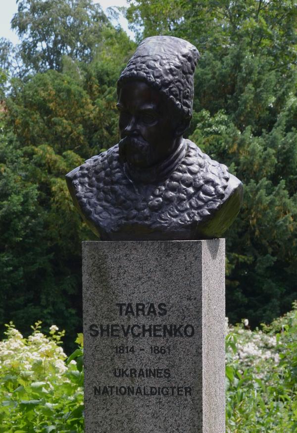 I 2010 opstillede de Dansk-Ukrainske selskab en buste af den ukrainske digter Taras Shevchenko. Busten er udført af Sergei Bugoslavskij (1954- ).
