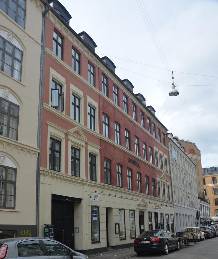 Ejendommen Viktoriagade 6 hedder Bjørnsdal og har navn efter et værtshus, der lå om hjørnet på Vesterbrogade.