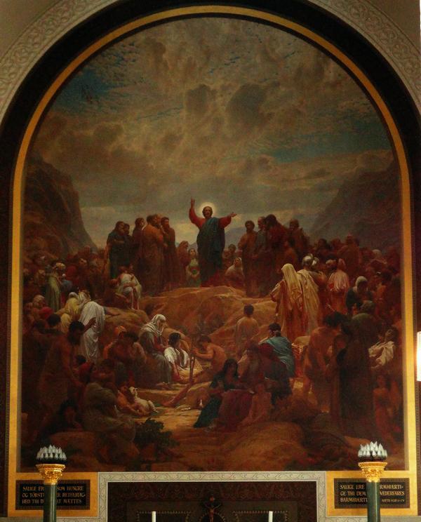 På altervæggen er et stort maleri udført af Hans Olrik. Foto: Tina Høegh Nielsen.
