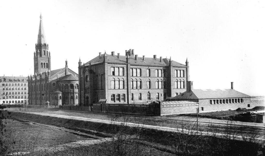 Matthæusgades Skole ved opførelsen i 1883. (Københavns Museum).