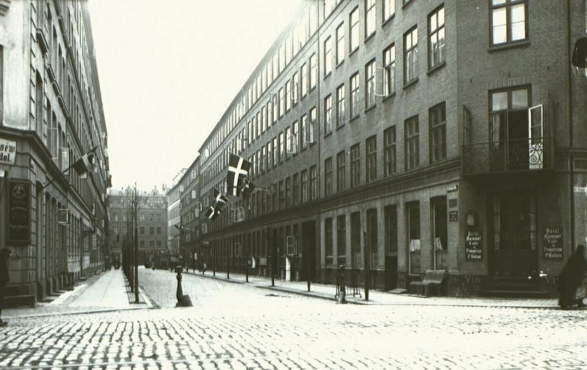 Sankt Jørgens Allé set fra Gammel Kongevej mod Vesterbrogade. Udateret foto af Emil Stæhr. (Det Kgl. Bibliotek)