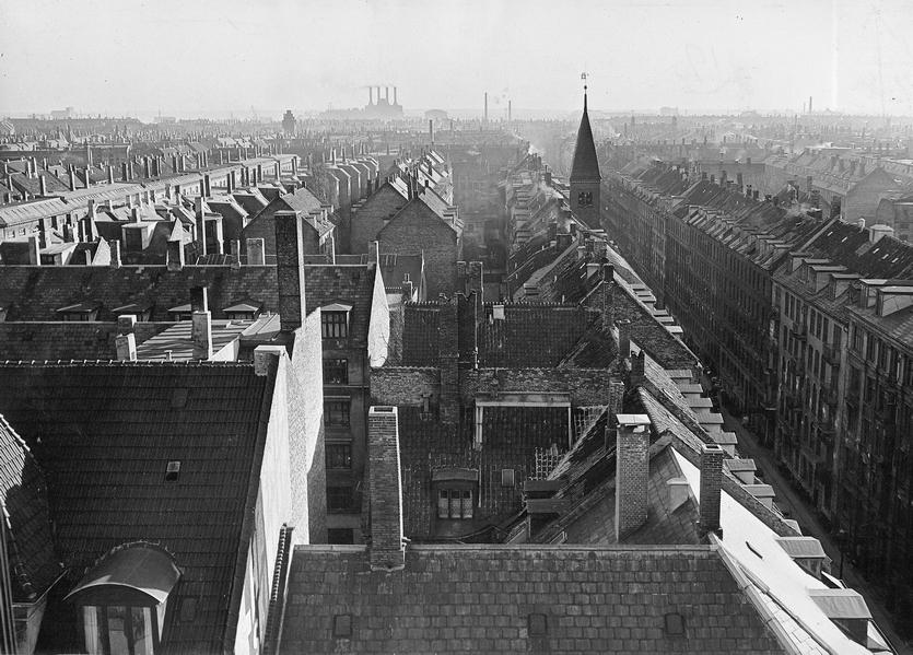 Saxogade - set fra Vesterbrogade mod syd. 1953. Foto af Københavns Kommunes Boligkommission (Københavns Stadsarkiv)