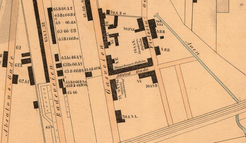 """Udsnit af kort 1858, udarbjdet af Thor Brandt. Istedgade går endnu kun mellem Gasveien (dvs. Gasværksvej) og """"Åen"""" (dvs. Rosenåen) Original i Københavns Stadsarkiv."""