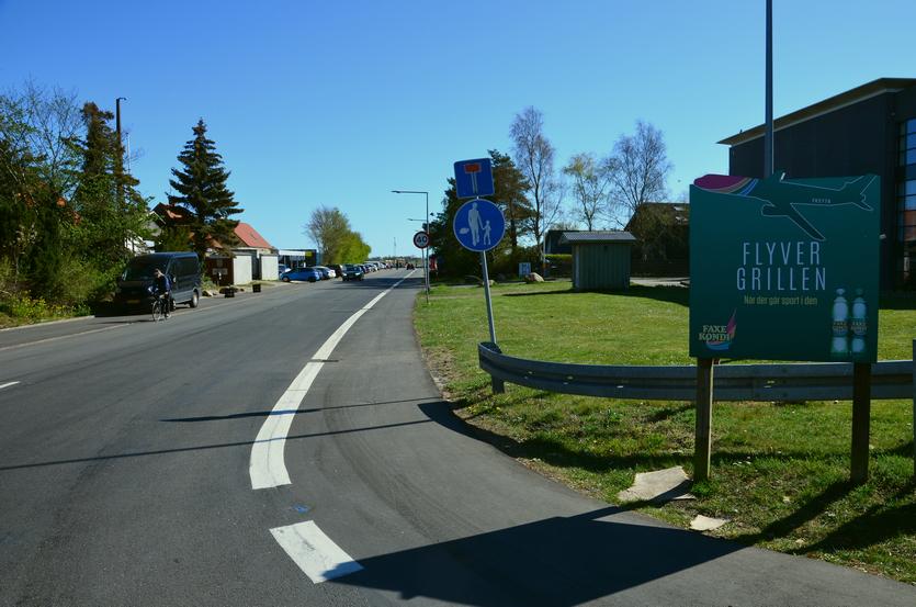Amager Landevej blev afbrudt ved Tømmerup Station og ender idag blindt. Her ligger den navnkundige Flyvergrillen, der er et yndet sted for flyspottere.
