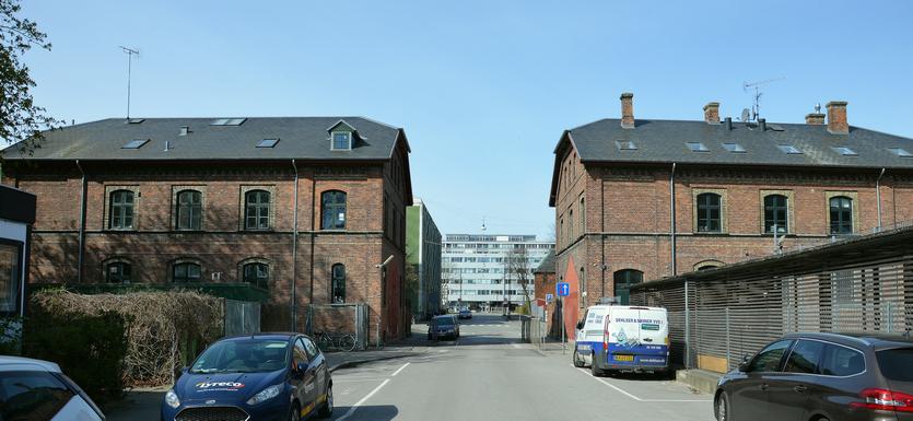 Portbygningerne til gasværket ved indkørslen fra Sionsgade. I dag rummer de en privatskole.