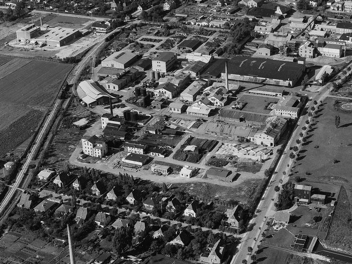 Udsnit af luftfoto af svovsyrefabrikken 1955 (Det Kgl. Bibliotek).