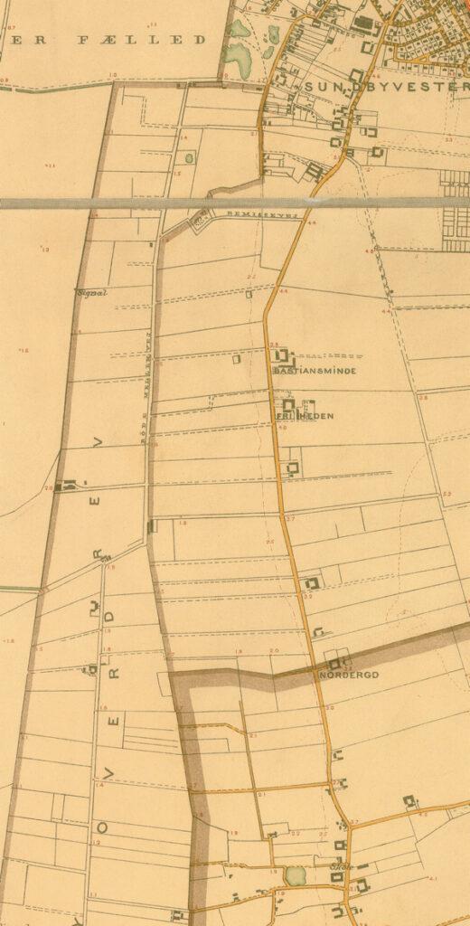 Udsnit af kort over København med nærmeste omegn 1903 (Københavns Stadsarkiv). Røde Mellemvej går til venstre for midten. Vejen blev formentlig navngivet omkrig 1903.